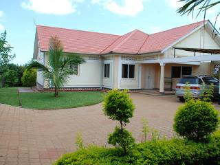 SERENITY HOUSE HOLIDAY HOME, Naluvule,  KAMPALA, Uganda - your haven!