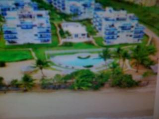Beach Front Apt - Costamar Beach Village, Loíza