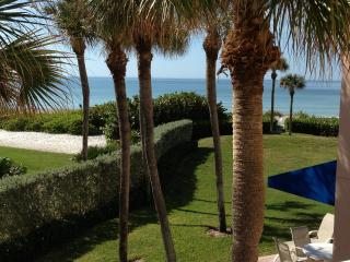 Beautiful Gulf Front Condo on White Sandy Beach, Longboat Key