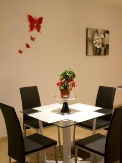 Prepare your own dinners in this welcoming environment, supermarkets just 3 minutes walk