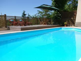 B&B - lovely pool & views just 10min walk to Foix