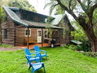 Sacred Garden Retreat—Unique Log House on Maui!, Makawao