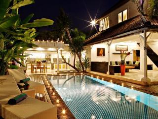 3 BR Lux Pool Villa Ocean Star 1 Oberoi 100m beach, Seminyak