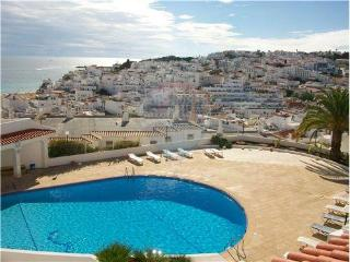 Cosy apt 5 min  old town Albufeira and  beach