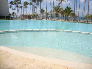 New luxury 7th floor Ocean View Beachfront apartmt