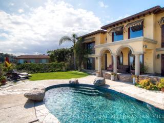 *** PRIVATE Hollywood Villa w/ Views (4br + 3.5bath)