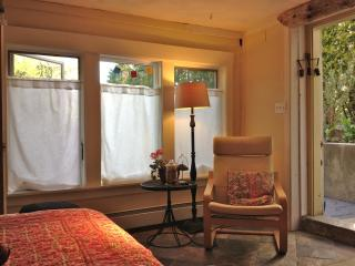 Room with private entrance, Arlington