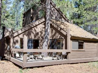 Sleek home w/ private hot tub & SHARC access - dog-friendly!, Sunriver