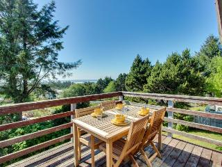 Dog-friendly home w/ a gorgeous ocean view deck, just a short walk to the beach!, Waldport