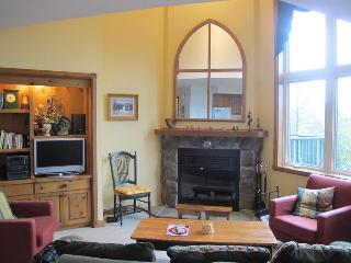 Home-sweet-home, 3 bedrm Gorgeous get-away, 3 min walk to Mountain village!, Mont Tremblant