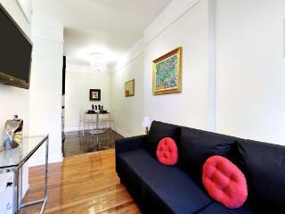Chic Designer 1 Bedroom - Midtown East, New York