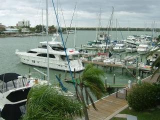 Waterfront Condo 21. Quiet Location, but walk to Live music & great restaurants!
