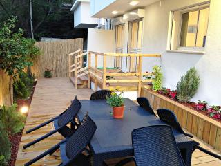 G A R D E N  ✿  2BR, 30Sec walk to Gordon♒Beach!, Tel Aviv