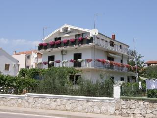 Vodice - Apartment Fila - beach nearby
