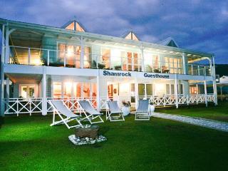 Shamrock Guesthouse will take your breath away...., Glentana