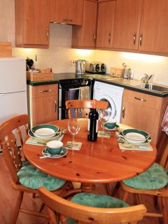 Fully fitted modern dining kitchen