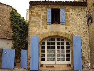 Les Bougainvilliers Vacation Home with Fireplace,, Saint-Cannat