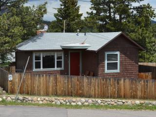 Wapiti Cottage.. a short block to downtown, Estes Park