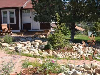 Bighorn Cottage... charming and close to town!, Estes Park
