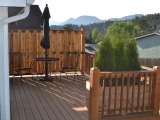 Lovely deck on Evergreen Cottage