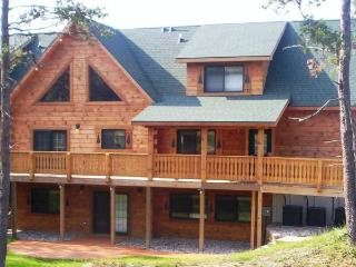 BALD EAGLE LODGE - Ultimate Big Family Getaway!, Warrens