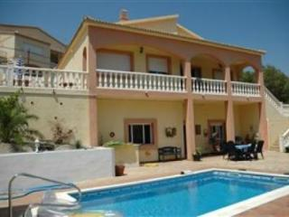 VILLA SUNSHINE, chalet  with pool, near Sitges.