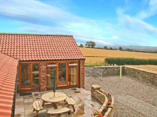 THE COTTAGE, pet-friendly, single-storey cottage, two bathrooms, patio and parking in Ebberston, Ref 21643