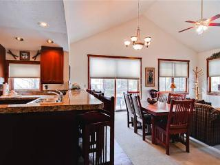 Economically Priced Breckenridge 3 Bedroom Free shuttle to lift - MJ21
