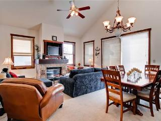 Economically Priced Breckenridge 3 Bedroom Free shuttle to lift - MJ24