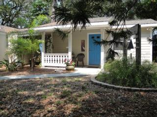 Blue Arbor Guest Cottage