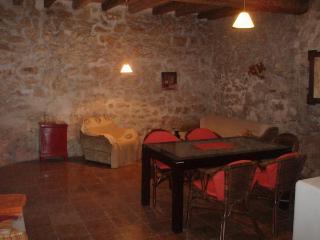 Stone Villa, Preko