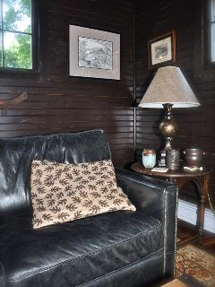 WONDERFUL LEATHER COUCH COMPLIMENTS THE ROOM