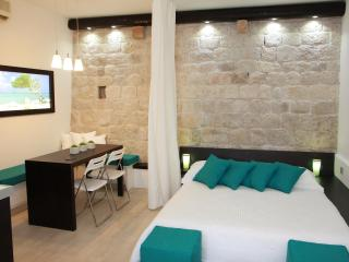 Malo more - luxury 4* apartment in Trogir center