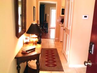 Convenient Quiet Dallas 1 BR Suite