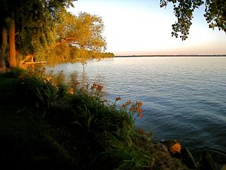 Lakefront Luxury - 4 acres of privacy close to Air, Oshkosh