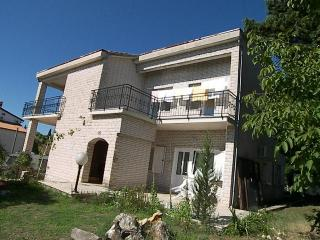 Garden flat in villa near the sea