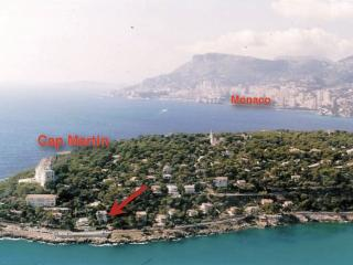 Almost located at the tip of the Cap Martin, the villa is a quick 10 min drive from Monaco