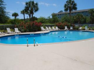 Renovated 2 Bedroom, Indoor/Outdoor Pools, FREE Tennis Onsite, Hilton Head
