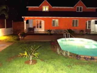 Beautiful villa with pool near the river, Sainte Rose