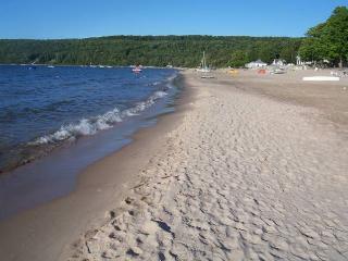 Best Kept Secret on Georgian Bay********Beautiful Thunder Beach*********1 1/2 hr. from Toronto, Midland