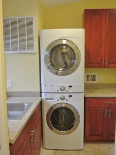 Laundryroom, great washer and dryer.
