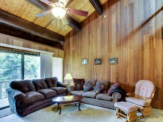 Rustic Kingswood condo w/ pool & tennis, close to beach!, Kings Beach