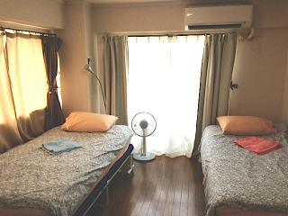 2 single beds in the bedroom. Futon mattresses and beddings will be provided for additional guests