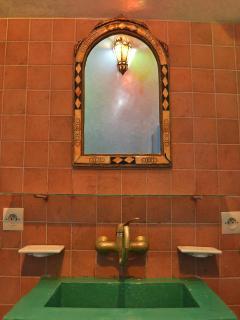 Sink in room Bab Doukala