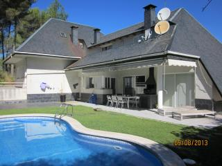 Beautiful chalet with swimming pool and private garden close to Barcelona, Corbera de Llobregat