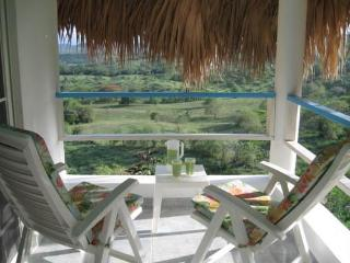 Sugar Shack. Pool-beach-breezes-a/c-private-view-romantic-balcony-hot water