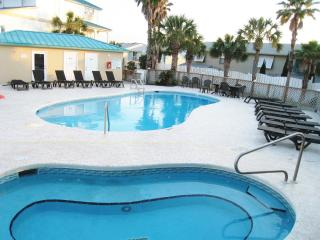 Lg Modern Home, Small Complex-Pool, Beach sleep 12, Panama City Beach