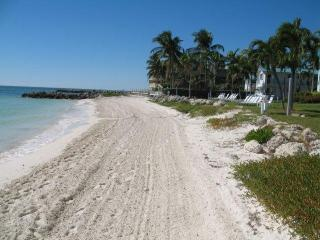 Key Colony Beach Condo Paradise - Private Beach!