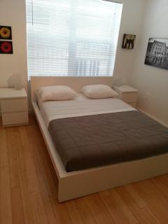 COMFOERTABLE BED WITH EXCELLENT QUALITY OF MATTRESS AND FIRST CLASS LINENS