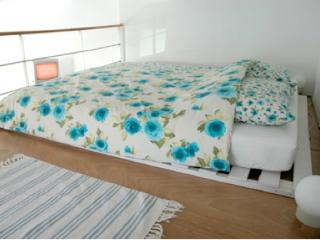 Gallery bed